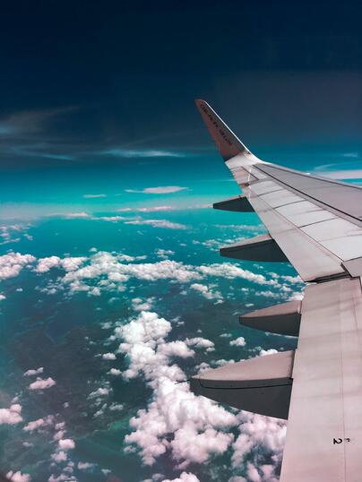 airplane-wing-towards-clouds-731217